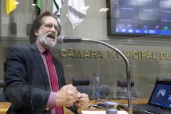 Sessão Ordinária híbrida. Vereador Aldacir Oliboni na tribuna.