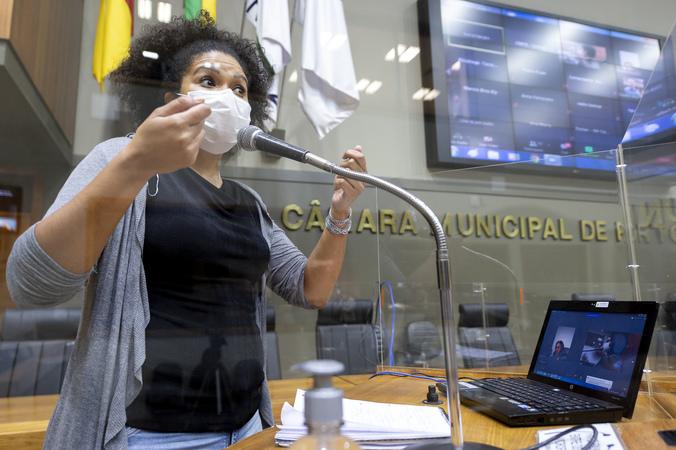 Sessão Ordinária - Sessão Ordinária híbrida. Vereadora Karen Santos na tribuna. (Foto: Jeannifer Machado/CMPA)
