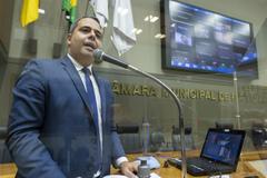 Sessão Ordinária híbrida. Vereador Pablo Melo na tribuna.