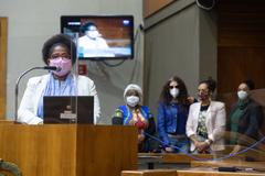Vereadora Reginete Bispo (PT) na tribuna