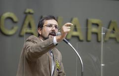 Sessão Híbrida. Movimentação de plenário. Na foto, vereador Jonas Reis.