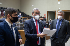 Sessão ordinária híbrida. Movimentação de plenário. Vereadores Felipe Camozzato, Mauro Pinheiro e Ramiro Rosário
