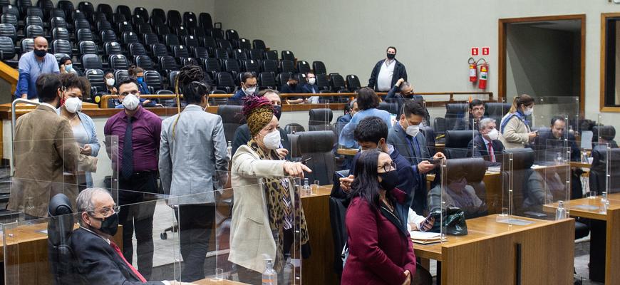 Vereadores em plenário na sessão de hoje