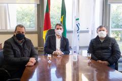 Presidente Márcio Bins Ely em reunião