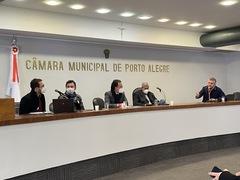 Ramiro Rosário tem sido um interlocutor do Município de Porto Alegre junto ao governo estadual, como nesta reunião no Plenário Ana Terra da Câmara Municipal com o Gabinete de Crise do Governo do Estado em 27 de julho. Foto: Orestes de Andrade Jr. / CMPA