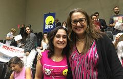 Vereadora Lourdes com o público que acompanhou a votação