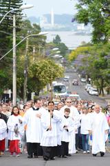 Procissão na zona sul de Porto Alegre reúne anualmente centenas de fiéis