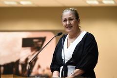 Vereadora Lourdes Sprenger na tribuna da Câmara.