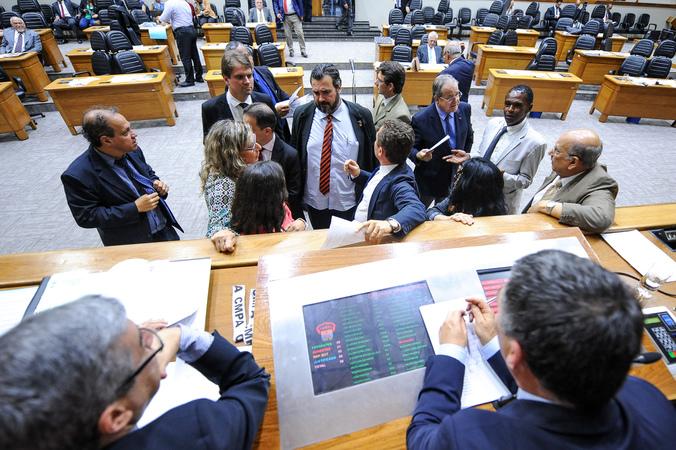 Votação da Lei Orçamentária Anual (LOA) para 2017.