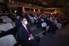 Bins Ely prestigiou cerimônia realizada na PUC
