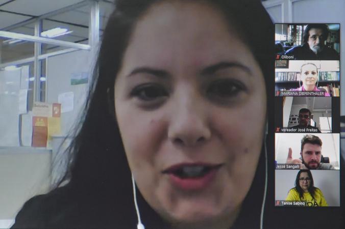COSMAM - Reunião para debater sobre ações de incentivo ao Setembro Amarelo no município. Na foto, Marilise Souza, parte da equipe da Secretaria Estadual da Saúde do RS. (Foto: Martha Izabel/CMPA)