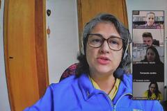 Reunião para debater sobre ações de incentivo ao Setembro Amarelo no município. Na foto, Liziane Eberle, representante do CVV.