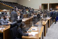 Sessão teve participação semipresencial de vereadores e vereadoras