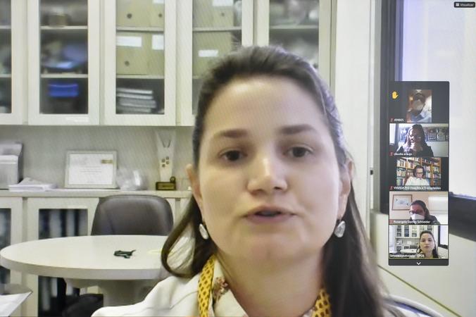 Cosmam - Reunião para abordar sobre ações de incentivo ao Setembro Verde. Na foto, senhora Simone Lysakoski, representante da Organização de Procura de Órgãos. (Foto: Martha Izabel/CMPA)
