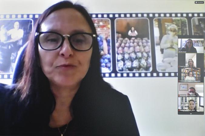 Cosmam - Reunião para abordar sobre ações de incentivo ao Setembro Verde. Na foto, a Vice-Presidente da comisssão, vereadora Cláudia Araújo. (Foto: Martha Izabel/CMPA)