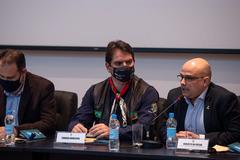 Presidente Márcio Bins Ely (c) elogiou proposta do Executivo