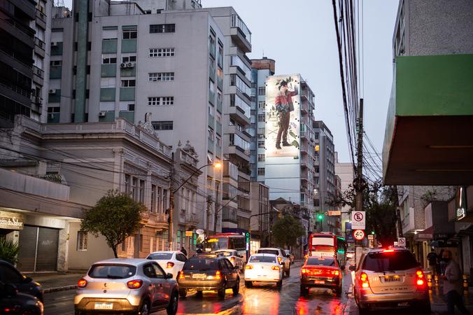 Avenida Independência, Porto Alegre. Centro. Trânsito. Rua. Prédios. Carros. Casas. Cidade. Urbano.