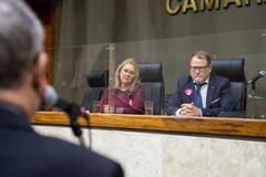 Secretário Léo Voigt (D) e Cátia Lara Martins (E) apresentaram estratégia para enfrentamento à situação de rua