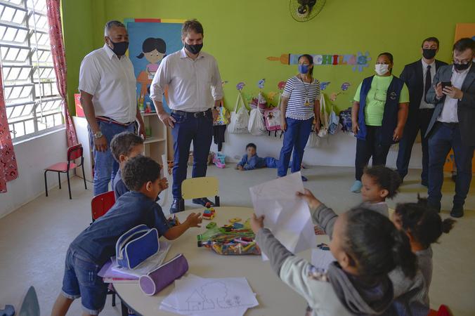 Presidente Márcio Bins Ely visita a Associação Comunitária Núcleo Esperança.