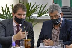 Presidente Márcio Bins Ely e prefeito Sebastião Melo (d), durante ato no Salão Nobre Dilamar Machado