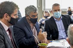 Prefeito de Porto Alegre, Senhor Sebastião Melo, entrega a LOA 2022 na Câmara Municipal..