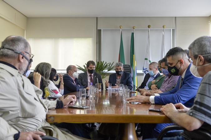 Institucional - Prefeito de Porto Alegre, Senhor Sebastião Melo, entrega a LOA 2022 na Câmara Municipal.. (Foto: Martha Izabel/CMPA)