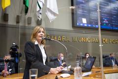 Período de Comunicações em Homenagem ao Dia do Médico. Na tribuna, vereadora Mônica Leal.