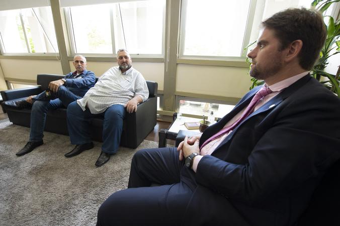 Presidência - Presidente Márcio Bins Ely recebe a visita dos senhores Roberto Silveira Viçoza e Airton Machado (Foto: Elson Sempé Pedroso/CMPA)