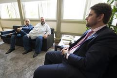 Presidente Márcio Bins Ely recebe a visita dos senhores Roberto Silveira Viçoza e Airton Machado