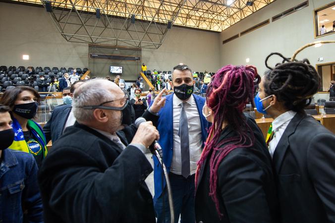 Sessão ordinária - Movimentação de plenário. (Foto: Elson Sempé Pedroso/CMPA)