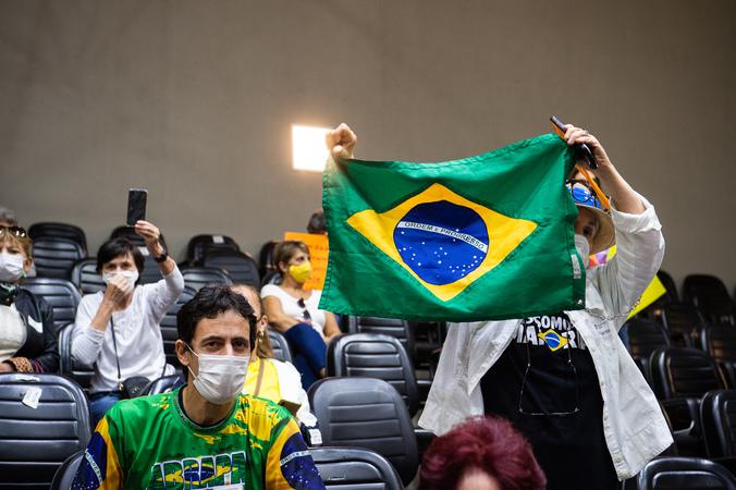 """Sessão ordinária - Movimentação de plenário. Na foto, manifestantes contrários a """"passaporte vacinal"""". (Foto: Ederson Nunes/CMPA)"""