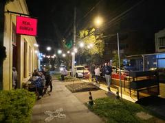 Parklet do Real Fucking Burger é o 30º instalado em Porto Alegre. Foto: OAJ