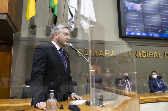 Sessão ordinária - Período de Comunicações em homenagem aos 504 anos da Reforma Protestante. Na tribuna, vereador Ramiro Rosário, proponente (Foto: Ederson Nunes/CMPA)