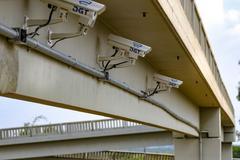 Cercamento eletrônico é composto por 365 câmeras, instaladas em locais estratégicos, capazes de fazer um raio X de todas as placas de veículos que cruzam por elas.