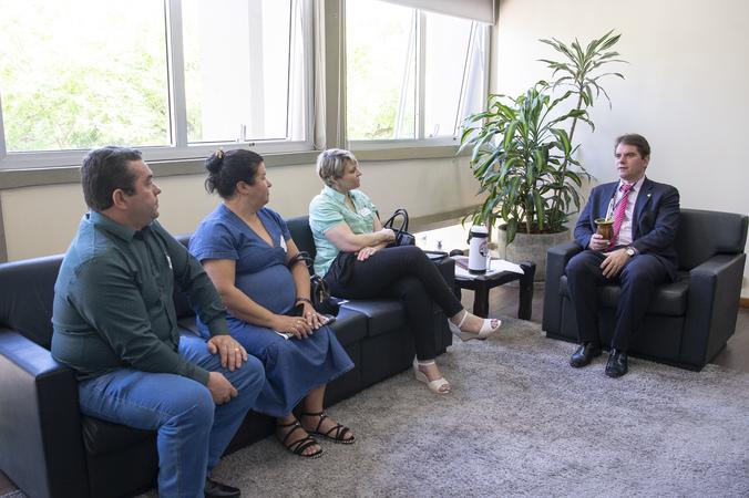 Presidência - Presidente Márcio Bins Ely recebe os vereadores de Jaquirana, Vera Magagnin de Melo e José Moacir Correia da Silva (Foto: Ederson Nunesl/CMPA)