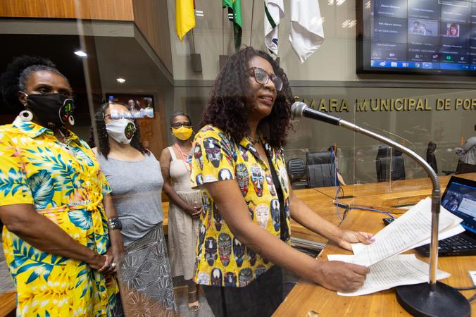 Sessão ordinária - Posse de vereadoras suplentes: Coletivo Cuca Congo. (Foto: Elson Sempé Pedroso/CMPA)