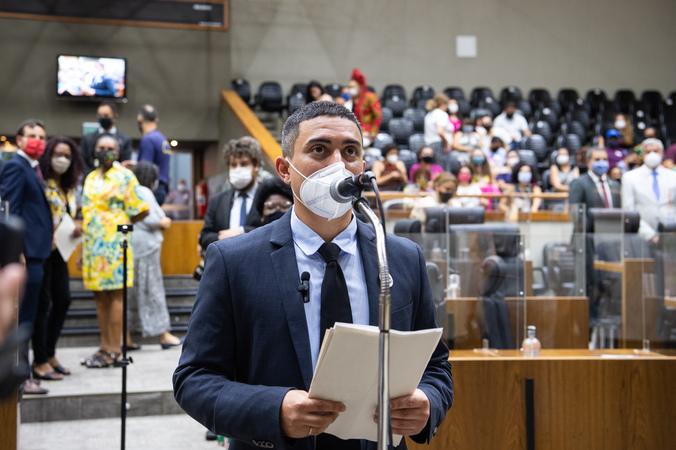 Sessão ordinária - Posse de vereadores suplentes: Erick Dênil. (Foto: Ederson Nunes/CMPA)