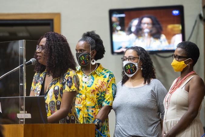 Posse de vereadoras suplentes: Coletivo Cuca Congo. (Foto: Ederson Nunes/CMPA)