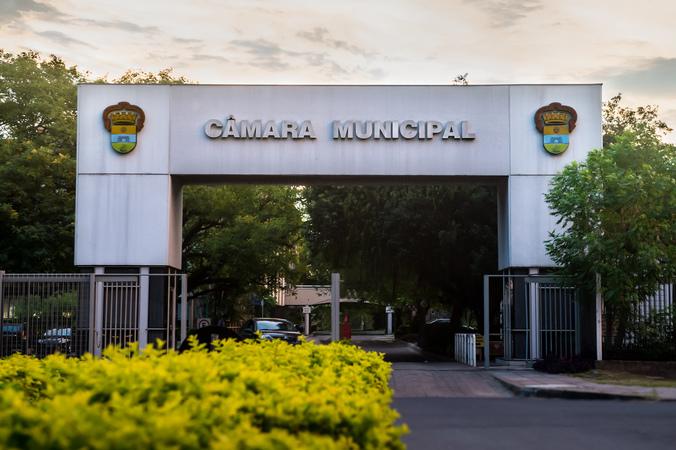 Pórtico da Câmara Municipal de Porto Alegre. Palácio Aloísio Filho.
