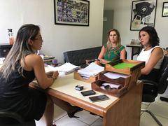 Vereadora reuniu-se com delegadas na sede da DEAM em Porto Alegre. Foto: Ana Cristina Rosa