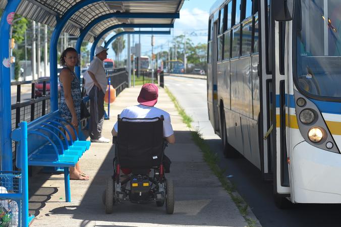 Acessibilidade no transporte público de Porto Alegre.