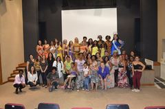 Mulheres que Inspiram se apresentaram no teatro Glênio Peres