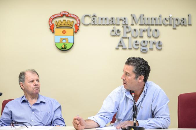 Comissão debate situações sobre a água de Porto Alegre. Na foto: Vereadores Dr. Goulart e Valter Nagelstein.