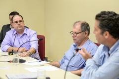 Comissão debate situações sobre a água de Porto Alegre. Na foto: Representante do DMAE Rafael Gonçalves e vereadores Dr. Goulart e Valter Nagelstein.