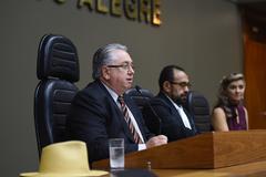Titulo de cidadão de Porto Alegre ao homenageado Isabelino Garcia dos Santos