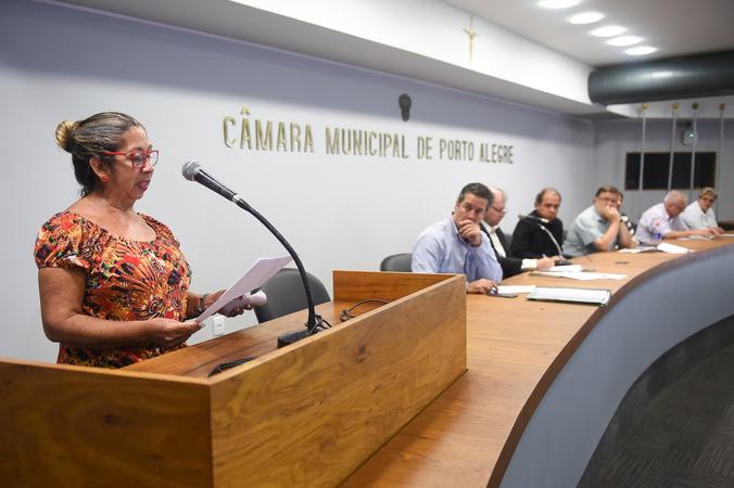 Alagamentos recorrentes no Bairro Sarandi.Na foto Margareth Teixeira,presidente da AMRSAE