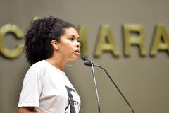 Vereadora Karen Santos (PSOL) na tribuna do Plenário Otávio Rocha