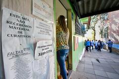 Visita à unidade básica de saúde Aparício Borges, na Glória. Com Vereador André Carús, Rafael Matos da Rosa (Coord. Interino da UBS) e Gilson Aquino (Conselho Munic. de Saúde)
