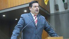 Professor Wambert Di Lorenzo durante discurso na Câmara Municipal de Porto Alegre.