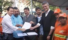 Assinatura do projeto de lei antivandalismo.